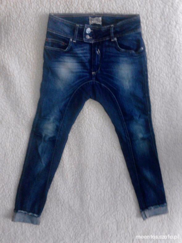 Spodnie baggy BERSHKA