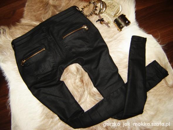 Spodnie Mega czarn woskowane rurki złote zipy Bershka Zara