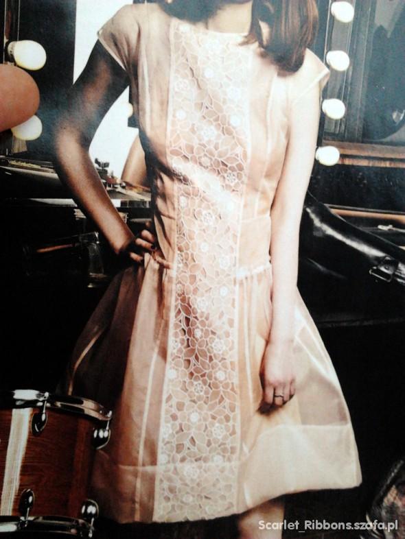 Sukienka z ażurowym przodem