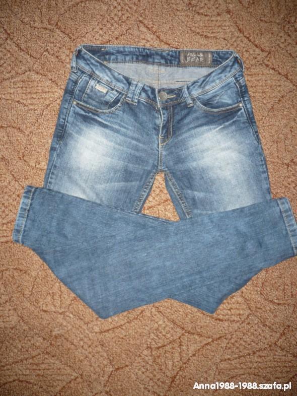 Spodnie Spodnie rurki PULL AD BEAR stan idealny S