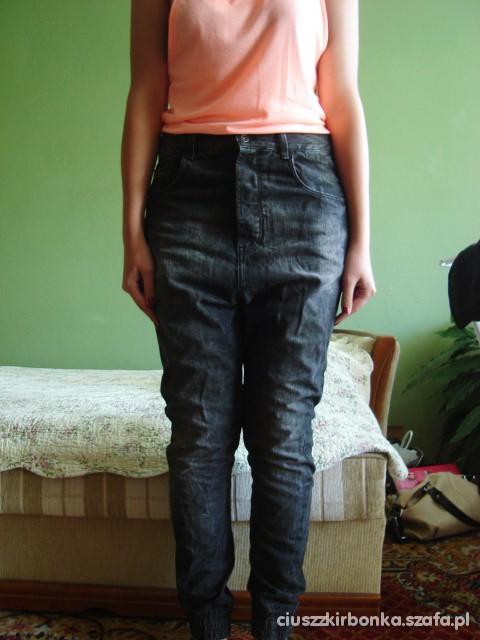 Spodnie Spodnie boyfriend baggy pumpy jeans z krokiem