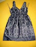 Sukienka satynowa dobra na ciąże