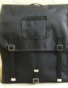 czarny plecak kostka