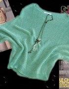 Miętowy sweterek ze złotą nitką