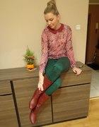 bordowa pensjonarka i zielone spodnie...