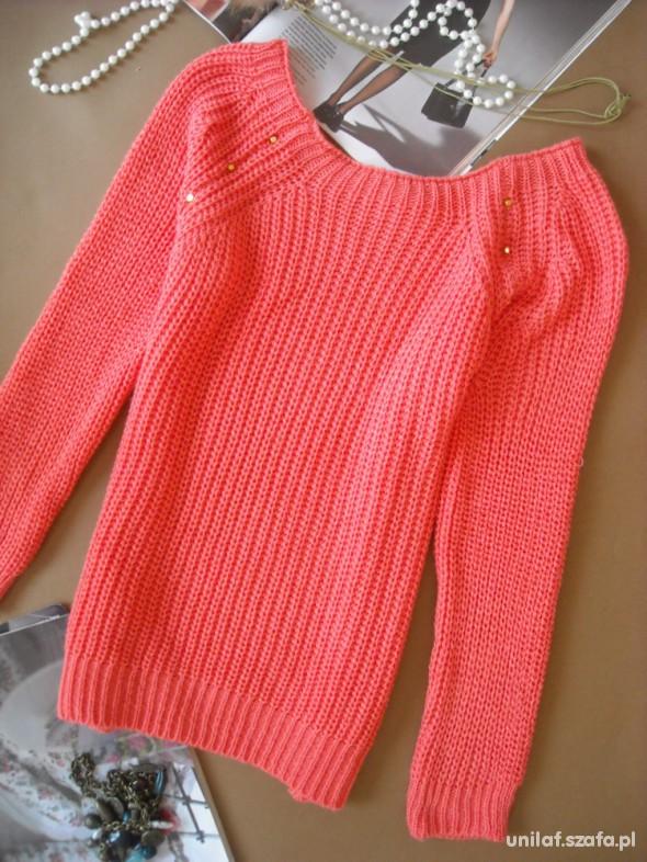 Swetry nowy sweter malinowy z ćwiekami na rękawach 39zł