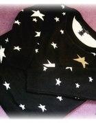 Czarny sweter w gwiazdki
