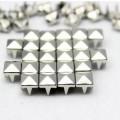 srebrne ćwieki piramidki 7mm