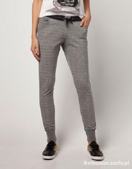 Szare spodnie dresowe Bershka