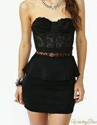czarna koronkowa sukienka z baskinka
