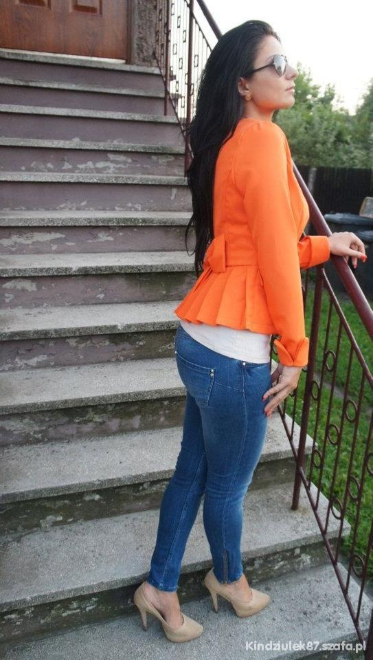 Romantyczne żakiet z kokardką jeansy i szpilki
