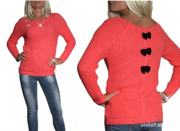 nowy koralowy sweter czarne kokardki na plecach