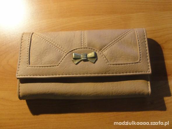 Piękny portfel Carry
