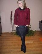 bordowy sweter i woskowana spódniczka...