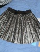srebrna skórzana spódnica...