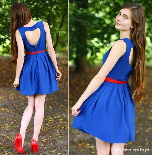 A Bordo Mente Tessere Czerwone Buty Do Niebieskiej Sukienki Bambini Metropolitana Bloccare