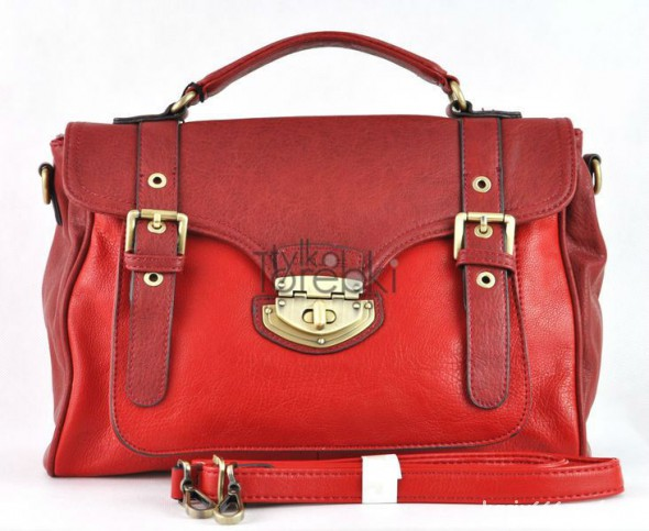 czerwony kuferek