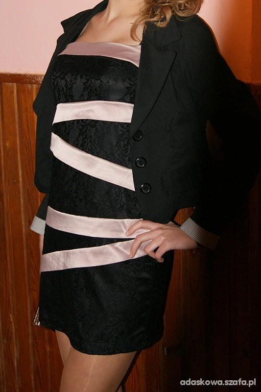 Czarna sukienka koronka Reserved