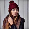 Beżowa i burgundowa wełniana czapka z pomponem H&M