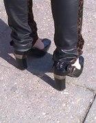 czarne pantofle ze srebrną wstawką