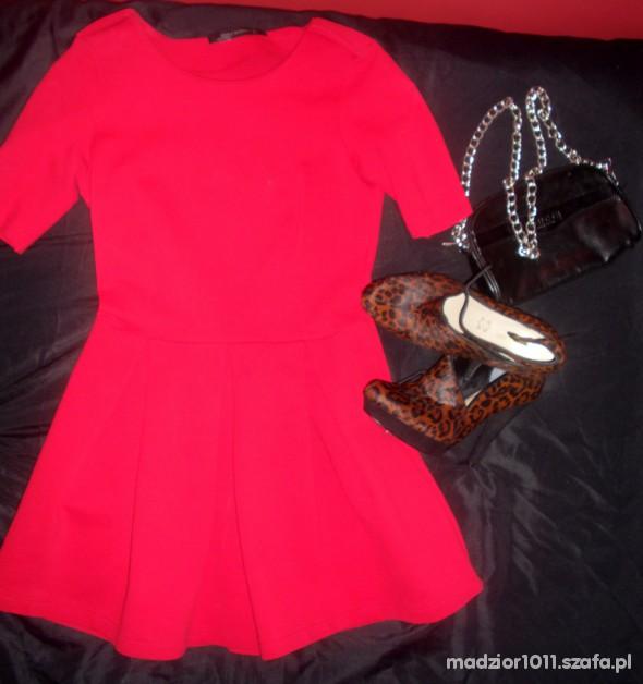Imprezowe czerwona sukienka