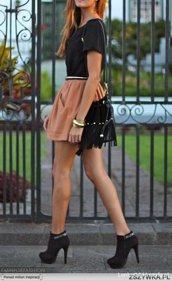 Beżowa sukienka z czarnym topem