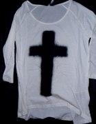 kremowa bluzka z krzyżem