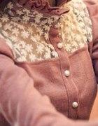Piękna dziewczęca welurowa koszula z koronką