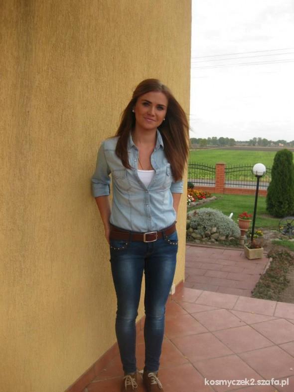 Do pracy jeansowa koszula plus jeansy