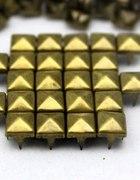 Ćwieki Miedziane piramidki stare złoto