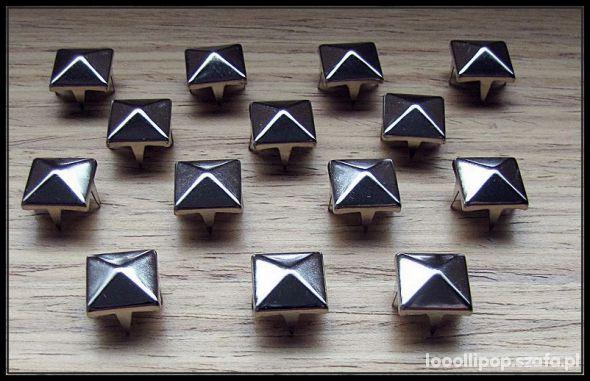 Pozostałe srebrne ćwieki piramidki 7mm