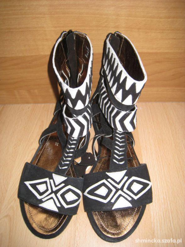 afrykańskie sandały H&M