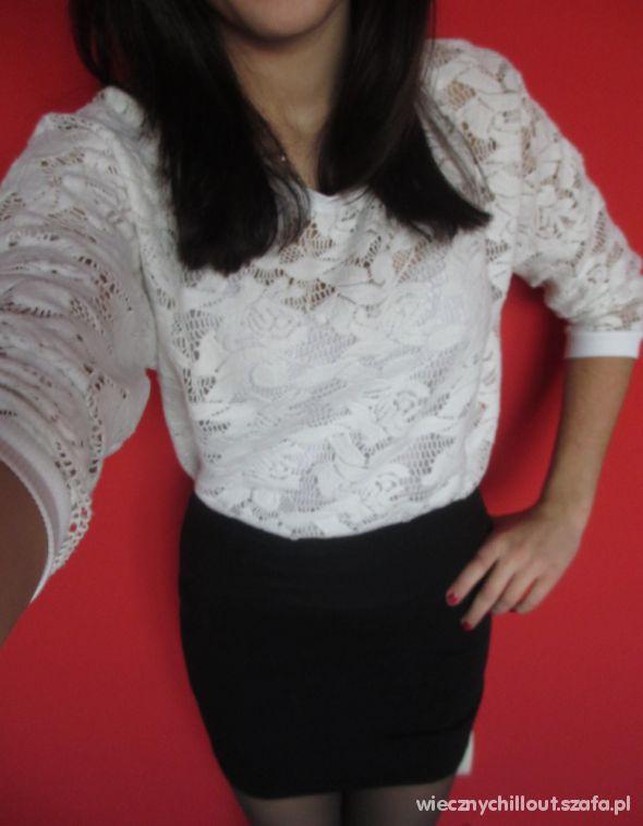 Eleganckie Czarna spódniczka oraz sweterek a la gipiura