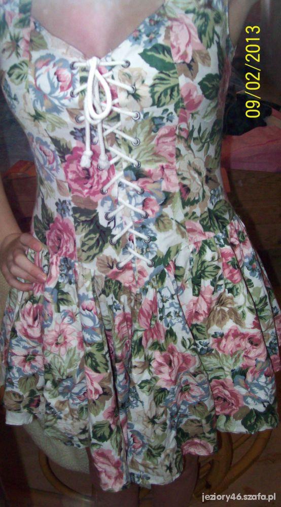Gorsetowa sukienka w kwiaty plus GRATIS