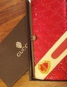 Gucci czerwony portfel...