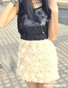 Cekinowa sukienka róże