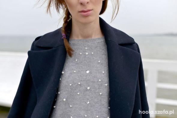 sweterek z perelkami...