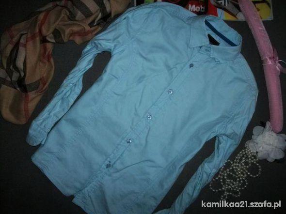 niebieska błękitna koszula