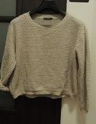 bezowy sweter...