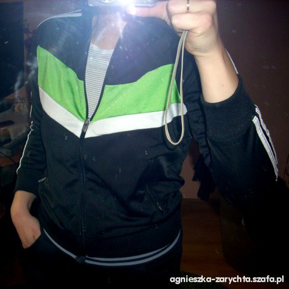 Adidas czarna zielone paski supeeeer krótsza
