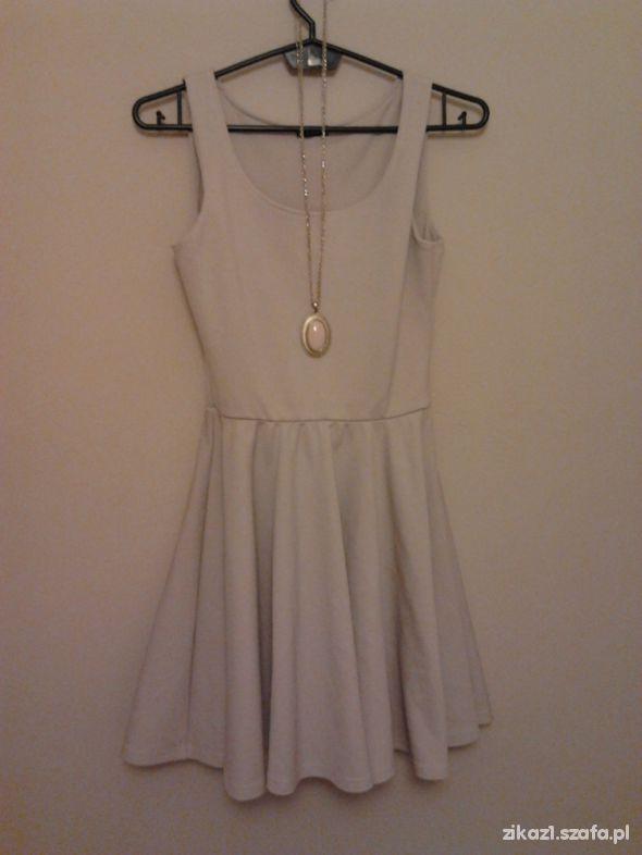 Sukienka nude rozkloszowana