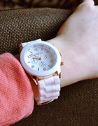 biały zegarek geneva