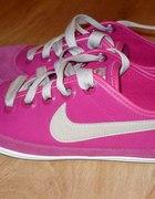 różowe trampki Nike