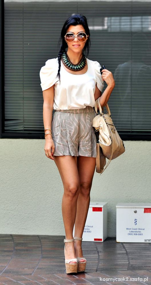 Mój styl Lekka bluzeczka spodnica buty na koturnie