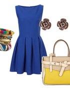 kobaltowa sukienka z kolorowymi dodatkami