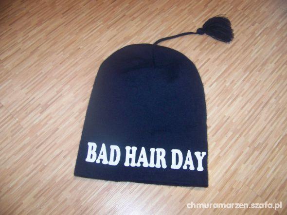 Beanie z napisem BAD HAIR DAY