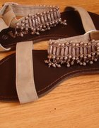 Beżowe sandałki