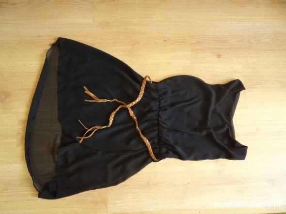 sukienka czarna dłuższy tył