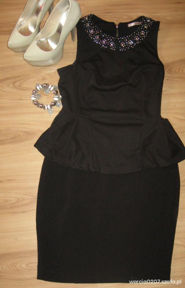 Eleganckie Czarna baskinka i ołówkowa spódniczka