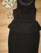 Czarna baskinka i ołówkowa spódniczka